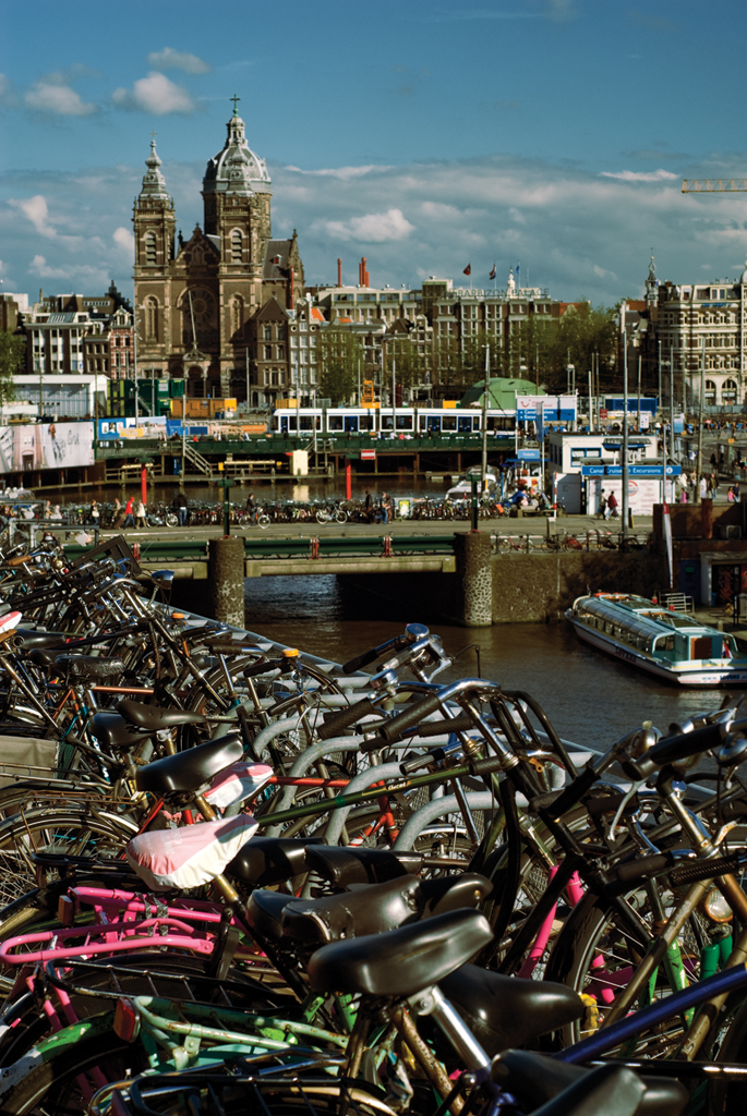 how to go to keukenhof from amsterdam central station