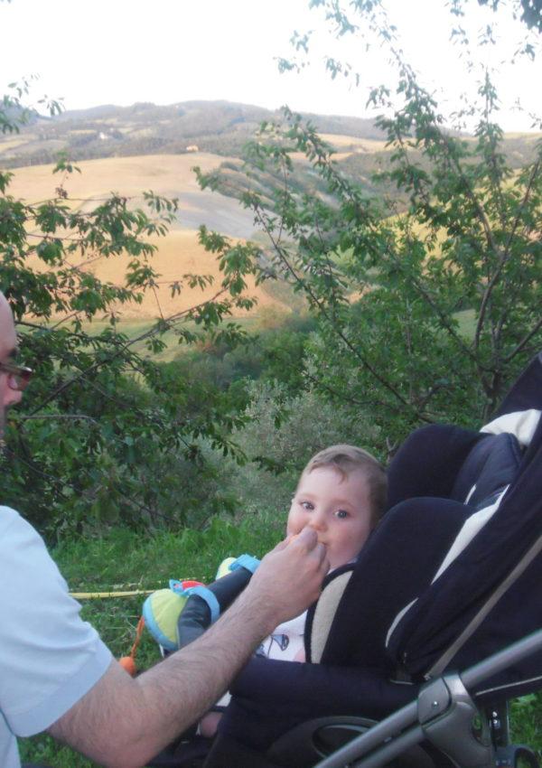 Maeco ed Enrico con il Monte Voltraio sullo sfondo