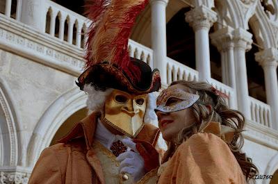 Carnevale di venezia: maschere in piazza san marco