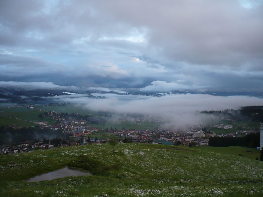 valle sotto altopiano di asiago