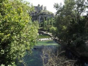 In Provenza sulle orme di Petrarca: il gioco delle acque di Fontaine de Vaucluse