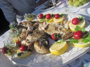 Il piatto principale sulla barca di pescaturismo