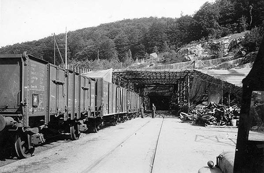 Treno tunnel Dora