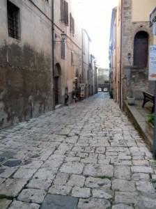 Le antiche vie medievali di Massa Marittima