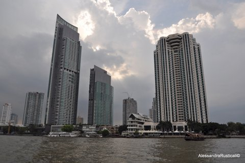 Bangkok vista dal fiume