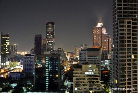 Bangkok by night vista da quella che è anche casa di Ci Piace Viaggiare