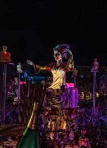 carri del carnevale di nizza di notte