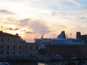 Mattino sul porto di Livorno
