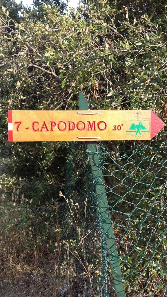 Il cartello al bivio sulla Strada Panoramica