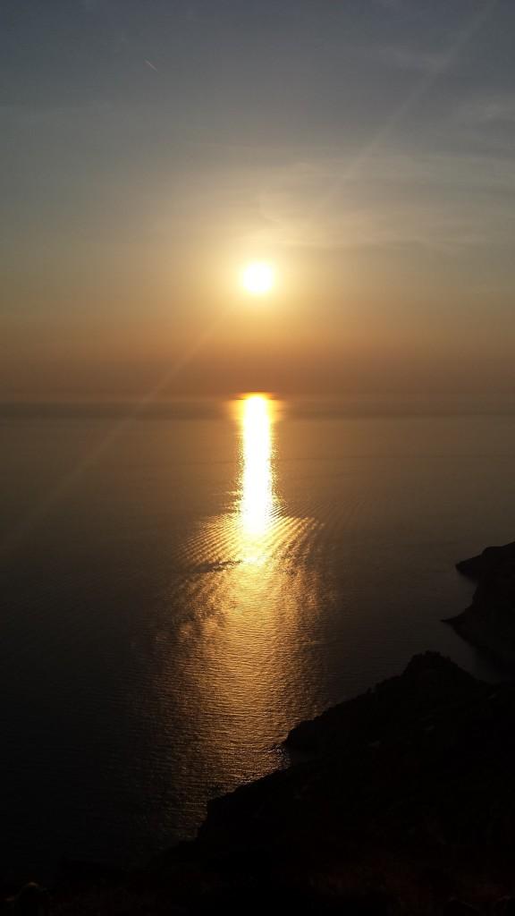 Il tramonto dietro di noi mentre torniamo indietro