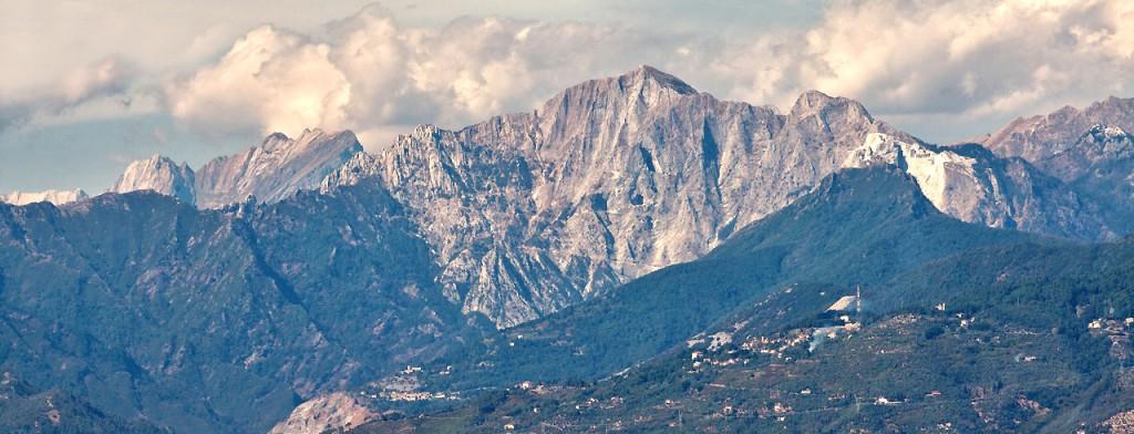 Monte altissimo visto dalla costa