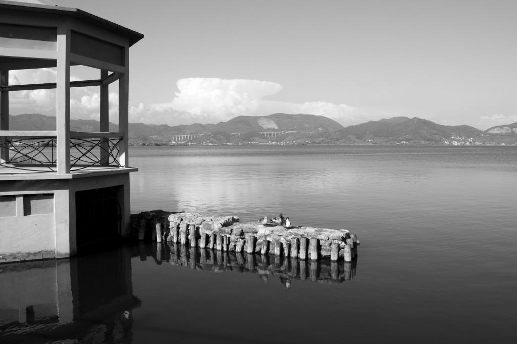 Dalla terrazza di Torre del Lago lo sguardo si perde nell'infinito