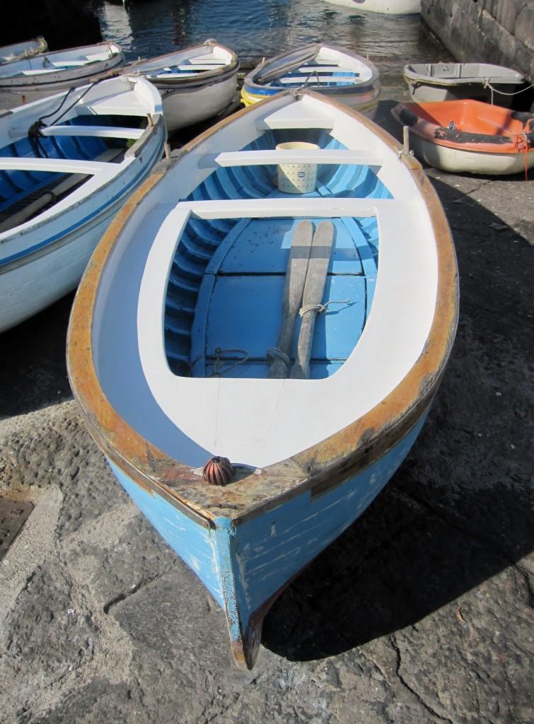 Piccole imbarcazioni a secco a Marina Grande