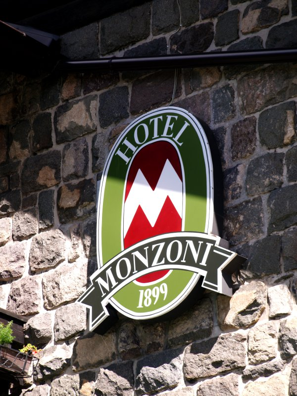 insegna Monzoni