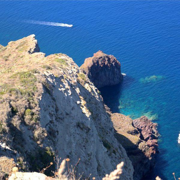 Isole Eolie – Visitare Salina in un giorno: Malvasia, capperi e mare