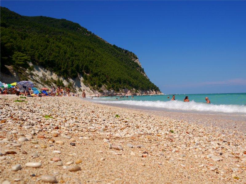 spiaggia di san michele nei pressi di numana