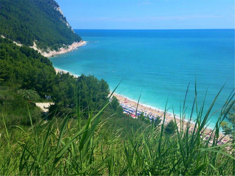 spiaggia san michele alto a numana