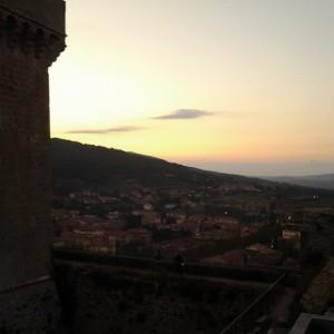 Il fascino ancora medievale della cittadina vista dal castello