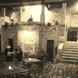 Cantori medievali nel chiostro