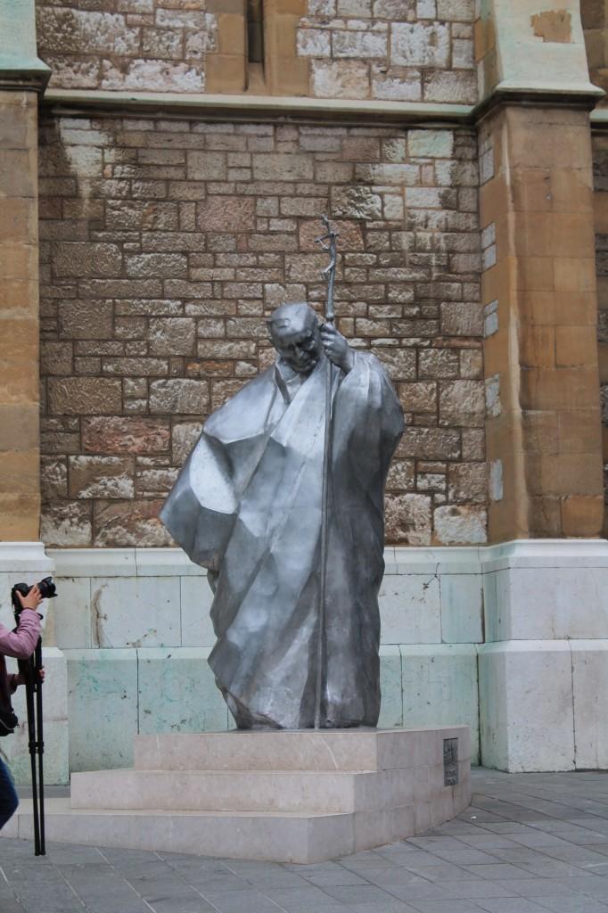 statua giovanni paolo secondo