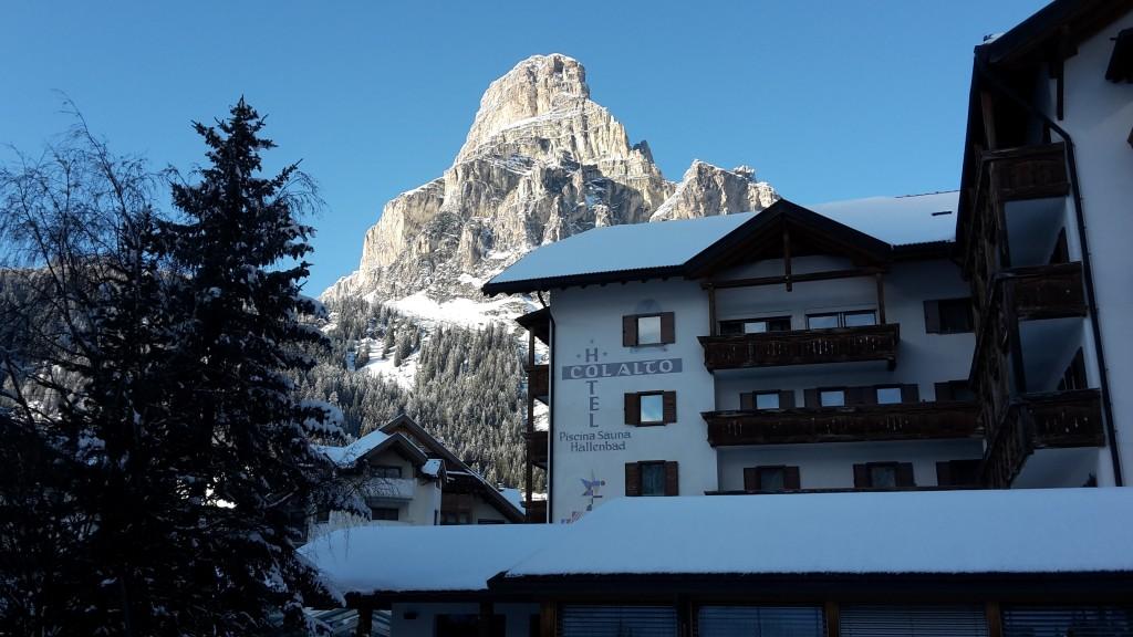hotel col alto esterno in inverno