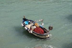 barca ormeggiata alle cinque terre