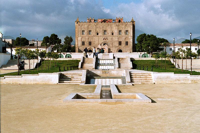 La Zisa a Palermo: la fontana, ricostruita, riprende l'antico percorso che dall'interno dell'edificio arrivava nel aprco