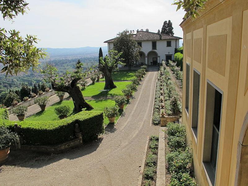 Villa Medice di Fiesole: la terrazza aperta sulla campagna