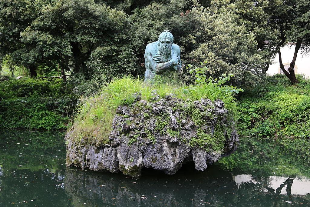 La Fontana di Appennino coi lecci del bosco sullo sfondo