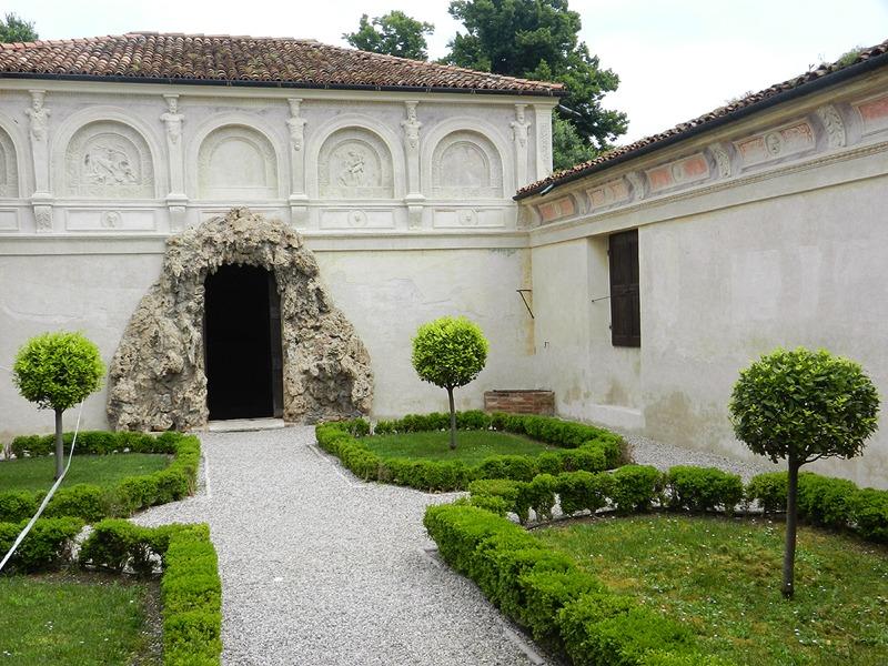 Il giardino segreto e la grotta a Palazzo Te