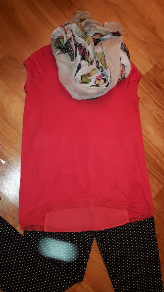 maglietta rossa da primavera in gravidanza