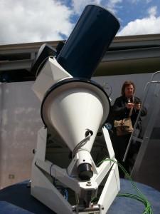 microscopio per osservare una farfalla della casa delle farfalle a Castelgrande