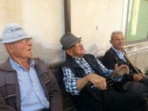 anziani sulla panchina a brienza