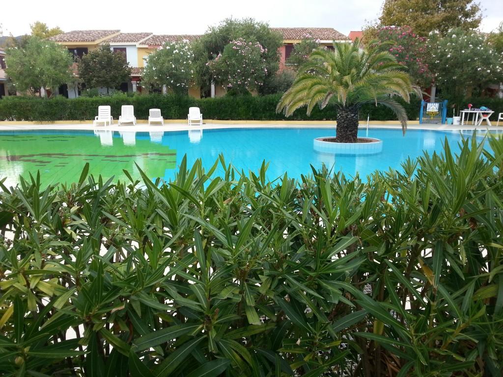 La meravigliosa piscina del residence Oasi Anfiteatro di Porto Ottiolu