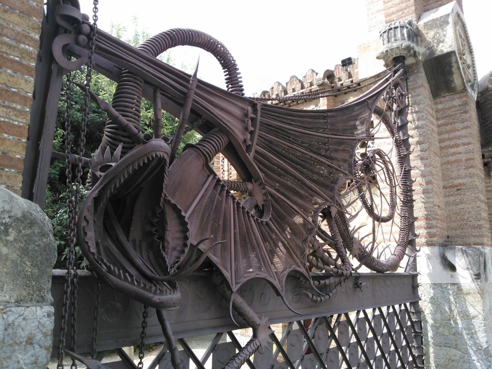 Barcellona un tour attraverso tutte le opere di antoni for Antoni gaudi opere