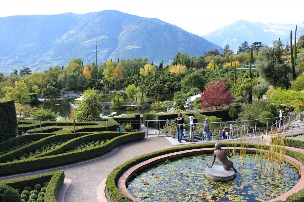 fontana dei giardini trauttmansdorff in autunno