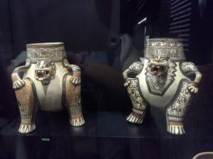 vasellame in terra cotta rappresentante due divinità