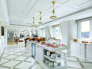 The Langham Club Lounge - Buffet Counter