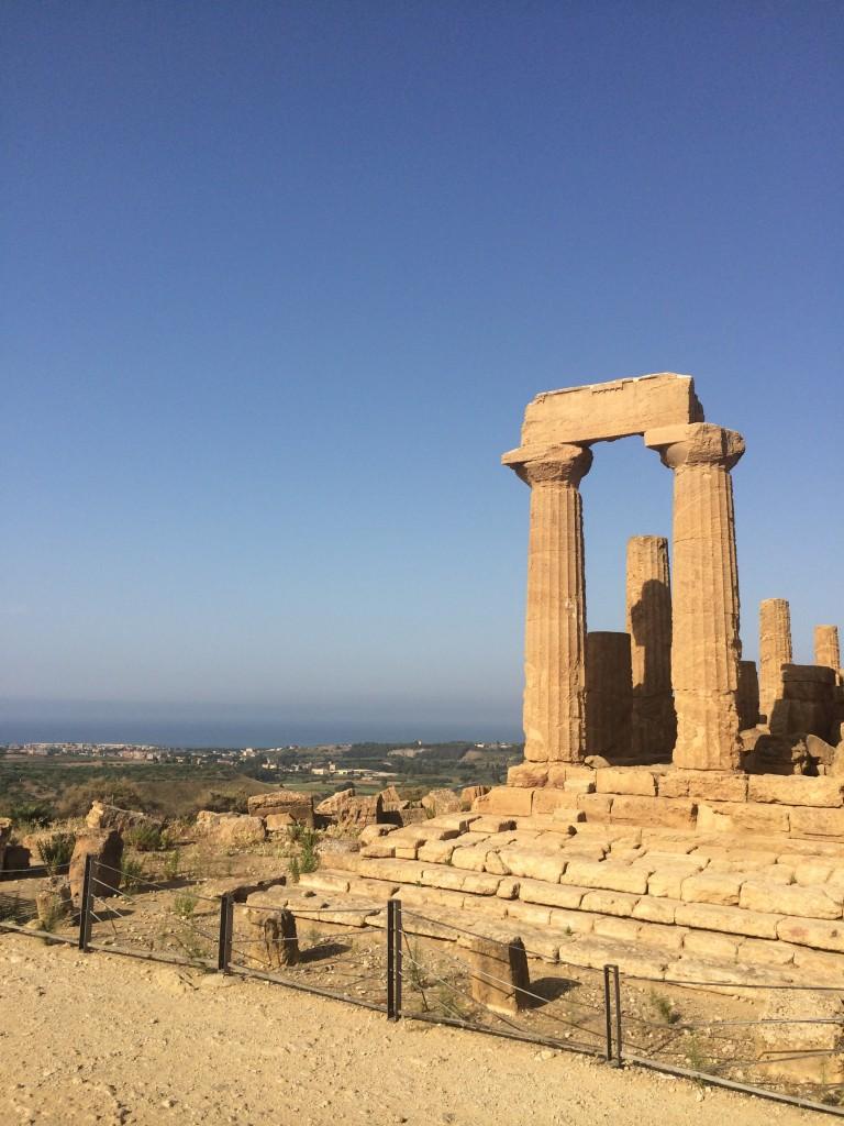 valle dei templi di agrigento veduta del mare