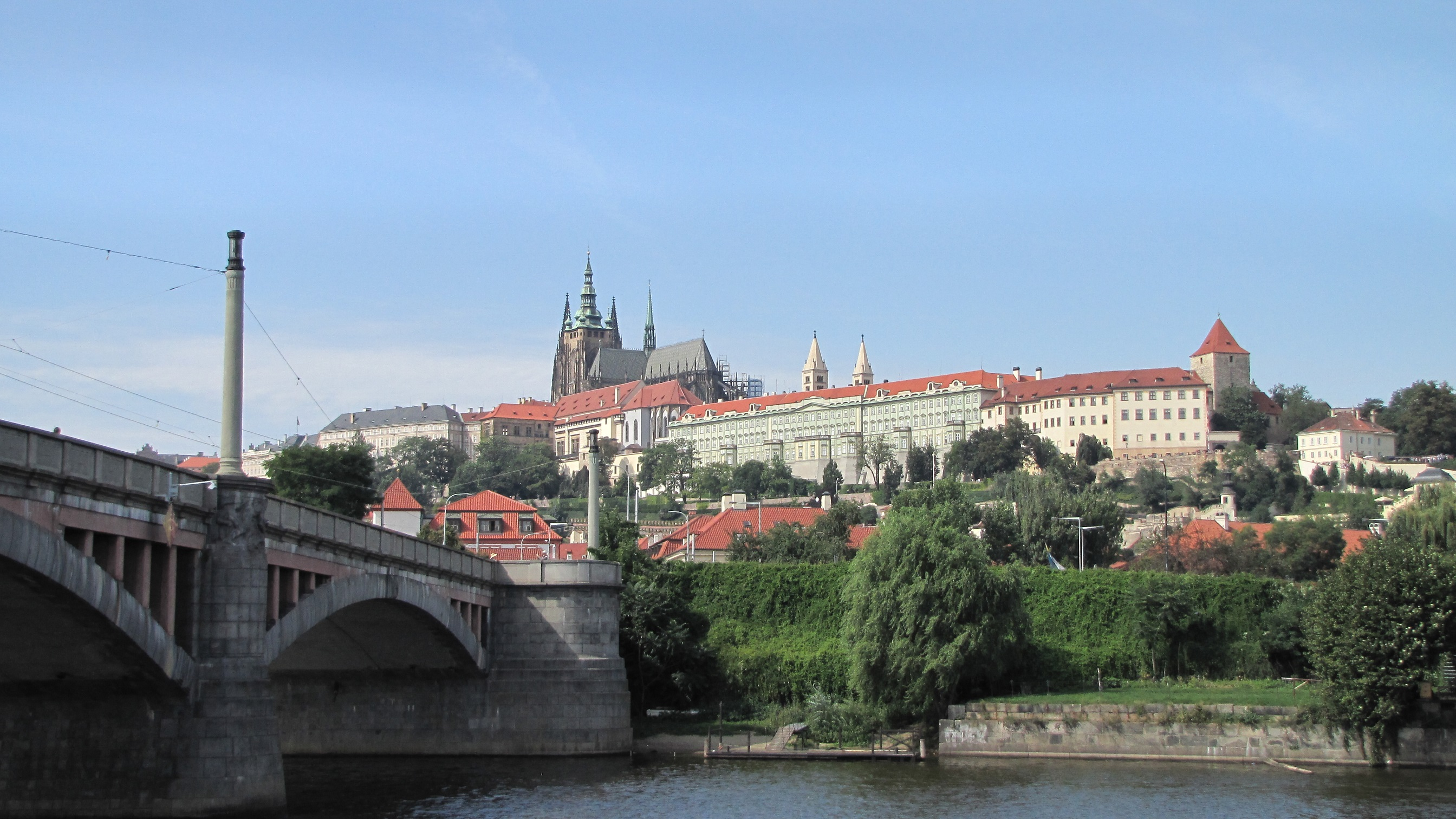 praga vista in battello