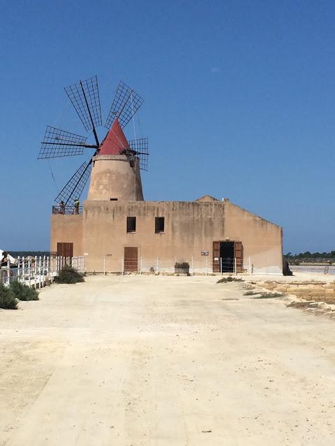 mulino delle saline di trapani in sicilia