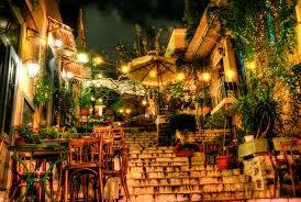 la sera nel quartiere della Plaka ad Atene