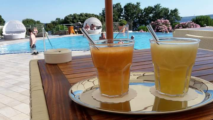 cocktail piscina camping krk