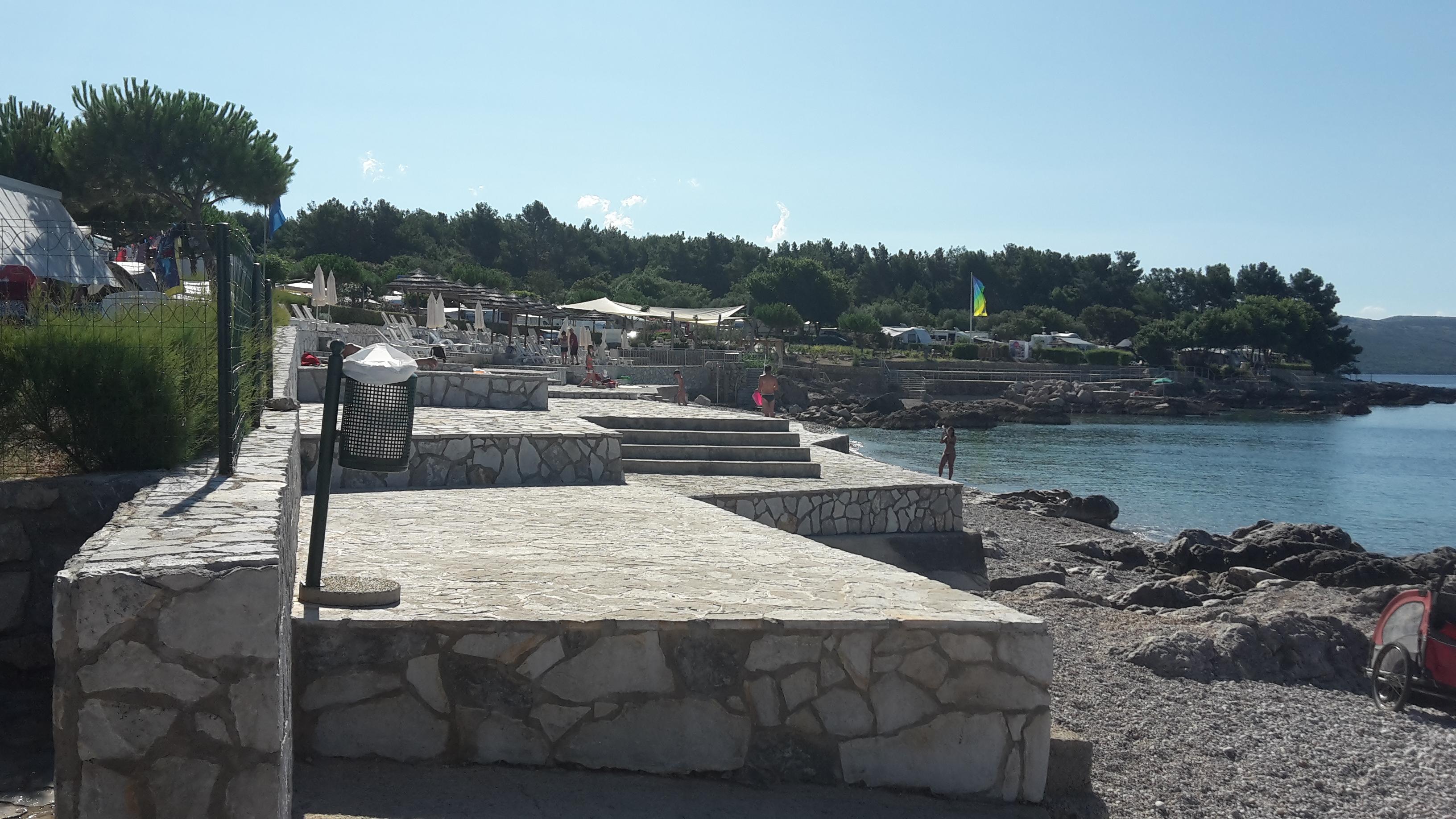 spiaggia cementata krk