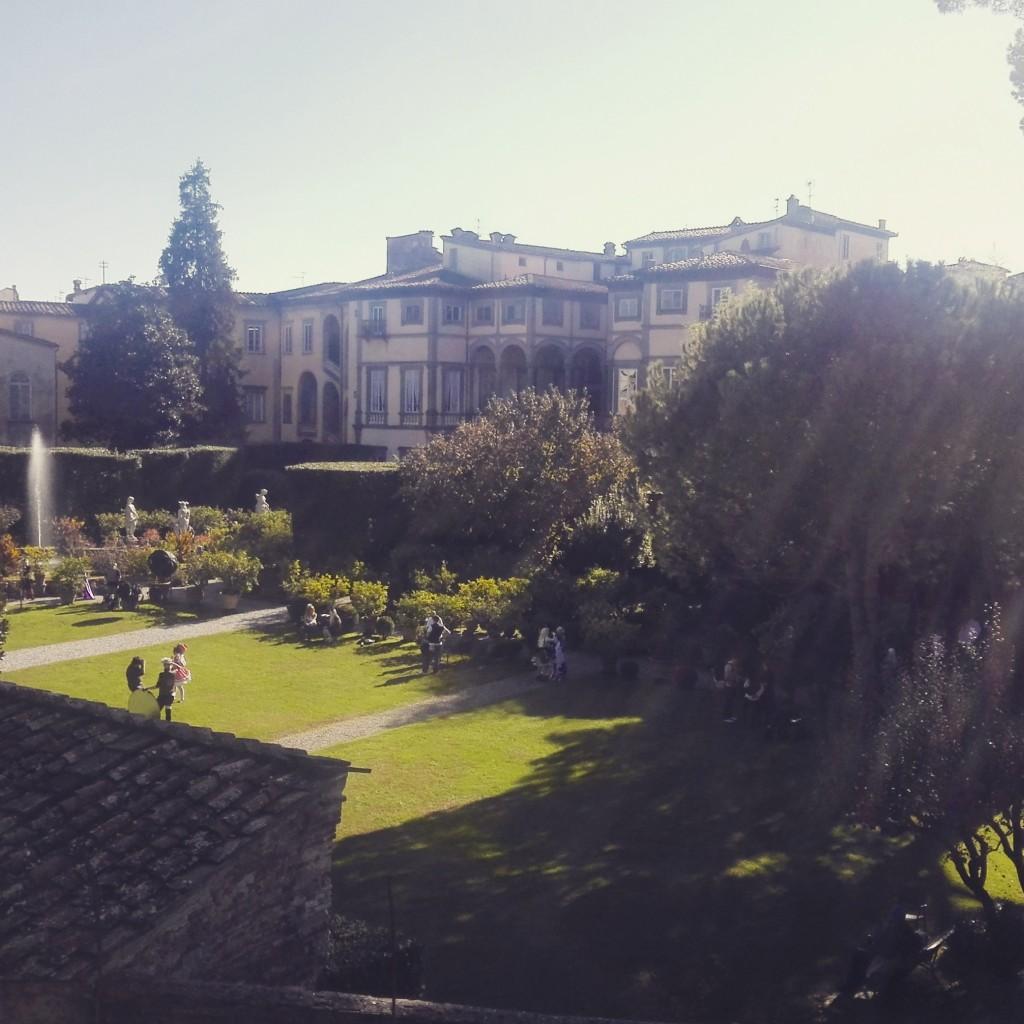 Il giardino di Palazzo Pfanner visto dalle mura