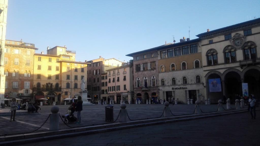 Piazza San Michele un venerdì pomeriggio di ottobre