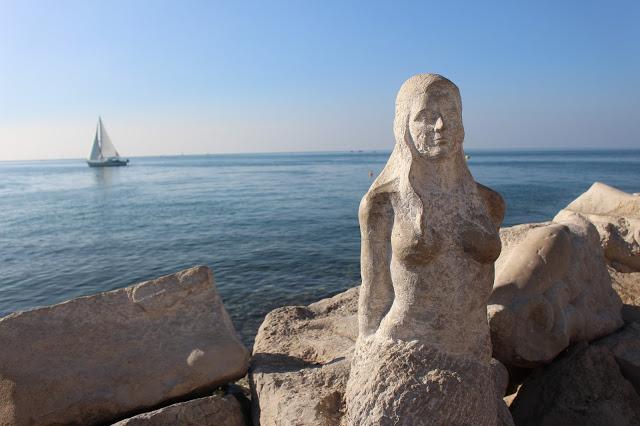 statua di sirena a pirano