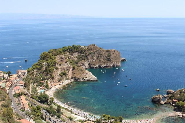 spiaggia dell isola bella taormina