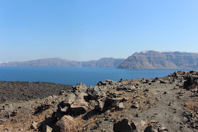 le rocce della caldera a santorini