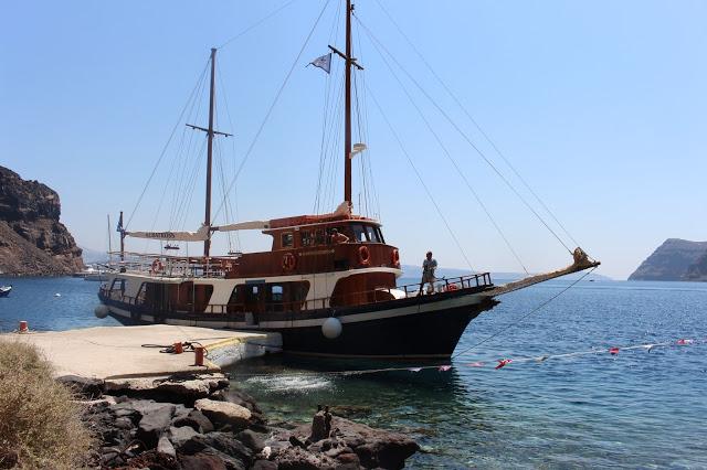 santorini: giro della caldera in barca